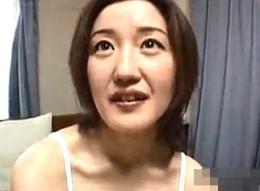 淫乱人妻が3Pエッチで大興奮してガクガク痙攣イキ!06