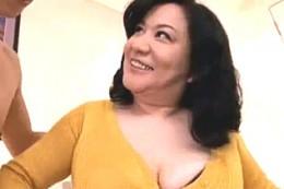 爆乳の高齢熟女が高速ピストンされガクガク大痙攣イキまくり!10回以上アクメしちゃってます!愛田正子
