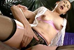 バツイチ美熟女がガン突きされ白目を剥いて連続ガクガク痙攣イキまくり!西城玲華