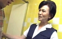 高齢熟女の事務員が会社のトイレで若い社員を痴女って連続ビクビク痙攣マジイキ!青木りかこ0