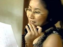 美熟女の女流作家が電話中にクンニされてヒクヒク痙攣![ヘンリー塚本]池端あやめ02