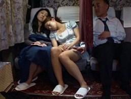 ウブな美少女JKが夜行バスで母の隣で見知らぬオヤジに犯されヒクヒク痙攣アクメ!02