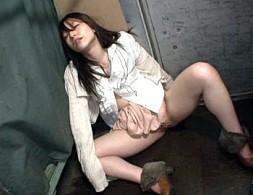帰宅途中の美人OLがレイプ魔にトラック荷台で陵辱され大量潮吹き激痙攣アクメ!相島奈央3