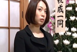喪服姿の美人妻が淫語を連呼しながらディルドオナニー痙攣イキ!杏子ゆう03