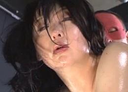 美人捜査官が拘束され媚薬拷問で大量潮吹き強制連続痙攣イキ!黒沢なつみ