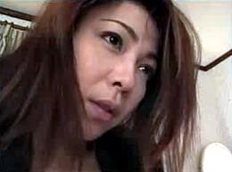 妖艶な継母が息子の肉棒でビクビク痙攣マジイキ!金子リサ•水奈りか02
