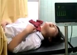 婦人科診療に来たJKが悪徳医師にイタズラされ潮吹き中出し痙攣イキ!