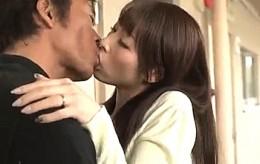 隣人オヤジの巨根ハードセックスに溺れていく美人妻!本田岬