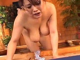 温泉で発情した熟女人妻が潮吹き汗だくでビクビク痙攣イキまくり!02