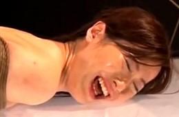 普通の専業主婦が極太バイブを挿入され大絶叫で連続痙攣イキ!楓乃々花