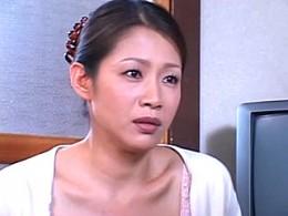 美人妻が若い寮生の童貞筆下ろしでビクビク痙攣イキ!友田真希02