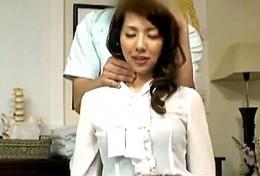 紳士的なマッサージ師に心も体も許しヒクヒク痙攣するセレブ妻!結城みさ07