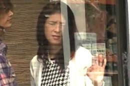 電話ボックスで電マを当てられヒクヒク痙攣する熟女!玉置マリア02