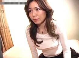 デカマラ激ピストンで大量中出しされヒクヒク痙攣する美熟女