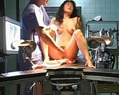 上品なマダムが美容外科でガクガク痙攣イキまくり!五十川みどり