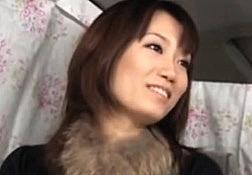 セレブ人妻街角ナンパ!清楚な女社長がはみ出た具を刺激され痙攣潮吹きで発狂!