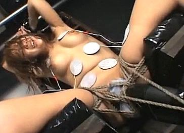 【潮吹きアクメ】パイパン黒ギャルが連続イキ!ガクガク痙攣し大量潮吹き