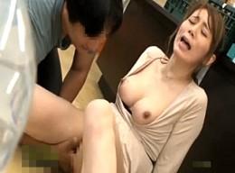 セレブ美人妻が媚薬チンポで即ズボされ潮吹き痙攣の快楽堕ち3