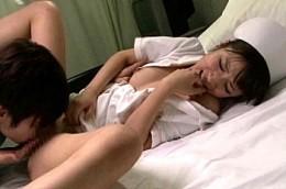 欲求不満のナースが患者とこっそり病室エッチでビクビク痙攣
