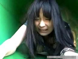 公園の遊具の中で陵辱され大量噴水潮吹き痙攣する純真無垢な娘9