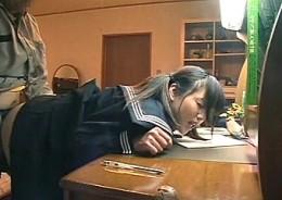 家庭教師の中年オヤジに中出しされるツインテールの美少女JK