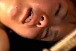 2穴同時の電流責めにエビ反り痙攣アクメを繰り返し失神する女子大生