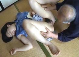 夫を失った人妻が還暦過ぎた祖父に抱かれヒクヒク痙攣!桃果サキ