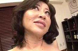 垂れ乳高齢熟女が初撮りで汗だくになって瞳孔開きまくり中出し痙攣2