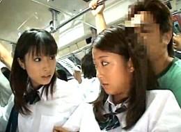 朝の通学バスの中で友情よりも快楽を選ぶ制服JKが大量潮吹き痙攣2