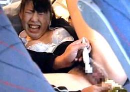 飛行機内でイタズラされたOLが不細工なアヘ顔晒し潮吹き腰砕け