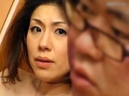 ピンク乳首の美熟女が3P強烈高速ピストンで痙攣腰砕け!関口梨乃