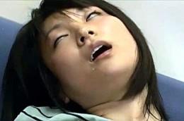 ホットパンツ姿の女子大生が電流陵辱され失神寸前で白目剥いて潮吹き痙攣!大堀香奈