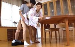 若いセフレだけでは物足りず娘の旦那も寝取る美人の肉食熟女!松嶋友里恵