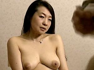 女盛りの四十路人妻が絶倫義父の愛人モデルになりビクビク痙攣!大沢萌