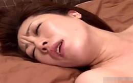 未亡人が若い性の虜になり3Pの2穴同時挿入に酔いしれる!藤咲沙耶
