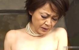 上品なセレブ五十路熟女が高速ピストンされピクピク痙攣イキ!高田典子