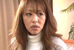 調教された爆乳人妻が夫の前で寝取られ大絶叫痙攣イキまくり3P!麻生早苗