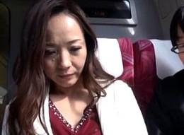 元女中の美熟女が若旦那と温泉旅行でビクビク痙攣イキまくり!南澤ゆりえ