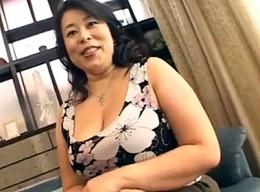 110cm爆乳の豊満熟女が欲求不満で高速ピストンされアヘアヘ!松本幸子