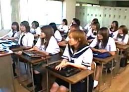 教室大乱交でガクガク痙攣が止まらない茶髪美人JK2