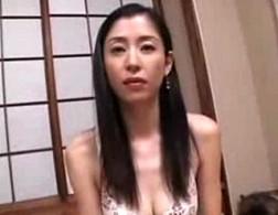 背中の綺麗なスレンダー美熟女がハメ撮りで色っぽく喘ぐ!吉野碧0