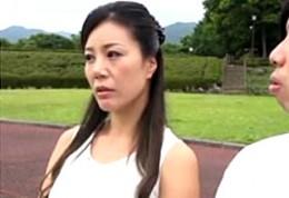 大柄熟女が温泉旅行で息子に突かれガクガク痙攣イキ!藤沢未央2