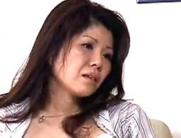 ポッチャリ叔母が若い甥との激しいセックスに溺れ潮吹きアヘ顔絶叫痙攣!松浦綾子2