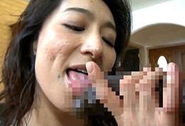黒人巨根をイラマチオ発射させ中出しセックスでアヘ顔痙攣する変態熟女!松本まりな