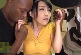 黒人留学生と3Pエッチで汗だく激痙攣イキまくるビッチ熟女!桐島美奈子2
