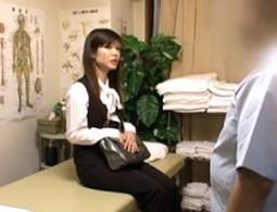 整体院で膣内マッサージされ痙攣欲情した事務員OLが昼間からパコパコ3
