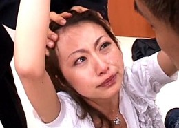 公開陵辱に大粒の涙を流しマジ泣きする美人OLが痙攣イカされる!青木玲2