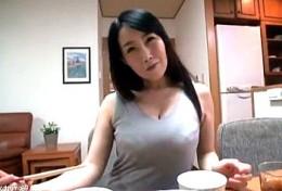 巨乳妻が夫が単身赴任中に飼育されエビ反り痙攣イキまくる!桐島美奈子2