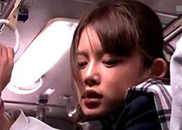 美少女JKが満員バスの中で中年オヤジに突かれ大量ハメ潮吹き足ガク痙攣!Sumire