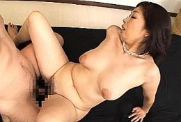 デカ乳輪が卑猥な五十路熟女が巨根中出しセックスで痙攣イキまくり!浅田奈保子32